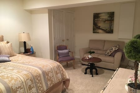 Inauguration private bed, bath and living room - Reston - House