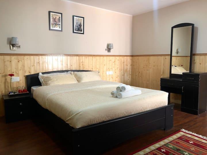 Bed & Breakfast at Nadik Khim (Premium Room)