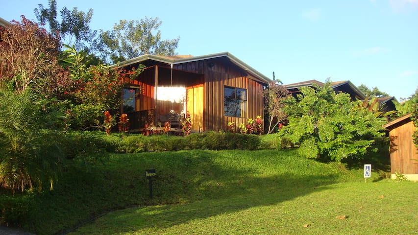 $95 KOKORO ARENAL GREAT VALUE Cabin - La fortuna de Alajuela - Houten huisje