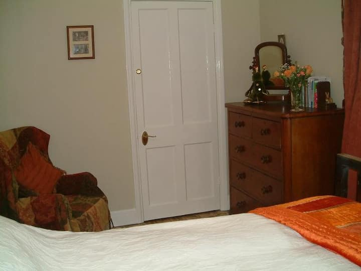 Large single room just 3 miles from Cowbridge