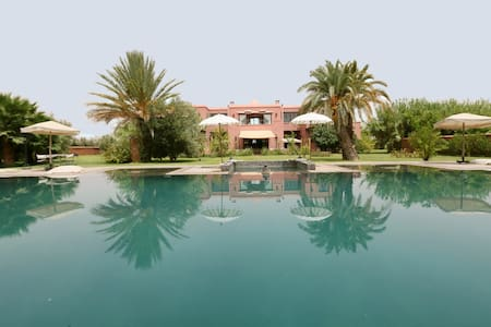 Beautiful luxury villa with huge pool in Paradise - Willa