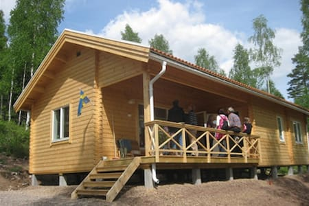"Cabin ""Småland"" right by the Lake - Stuga"