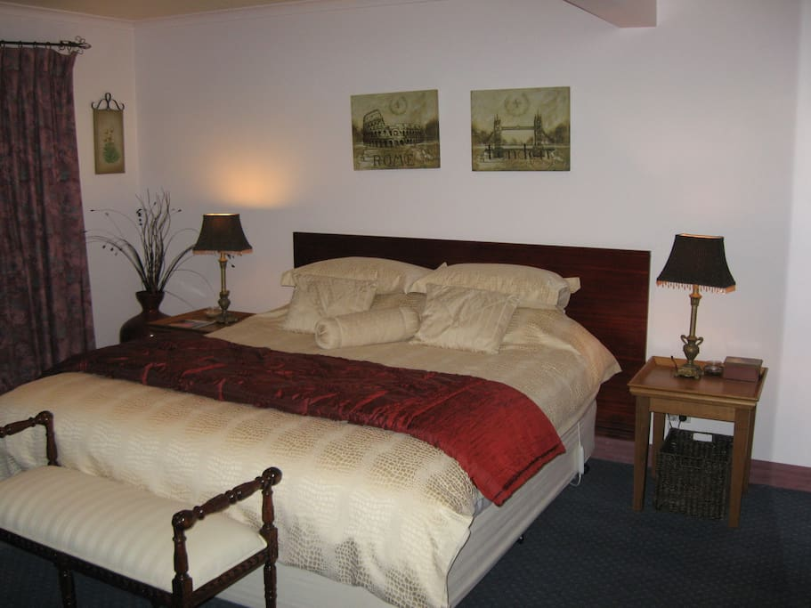 Spacious room with King Size bed.