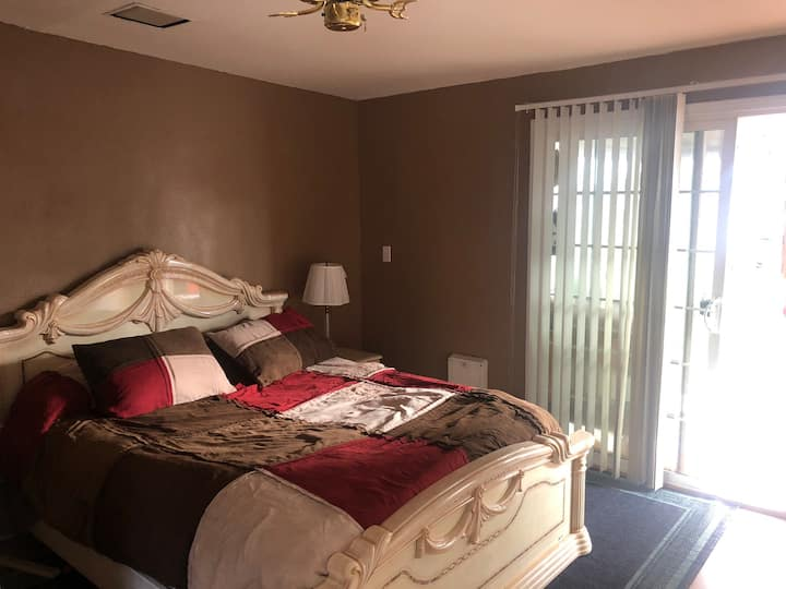 Studio off I-80, 20min from Napa and 45min from SF