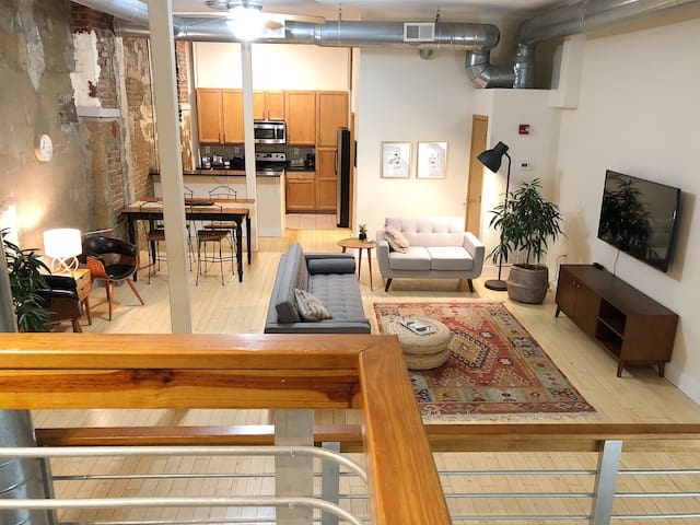 Downtown Loft between Gay Street & Market Square
