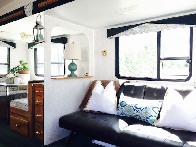 Cozy and inviting RV - Spokane - Huis
