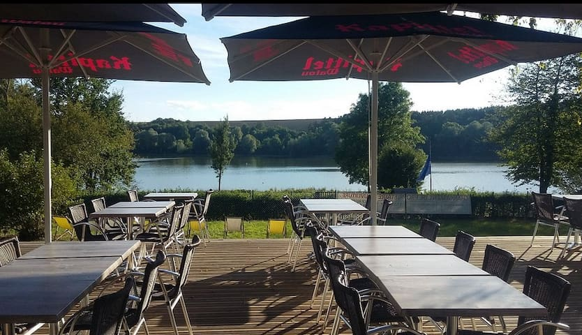 Bar-Restaurant au lac de Bairon 10mn