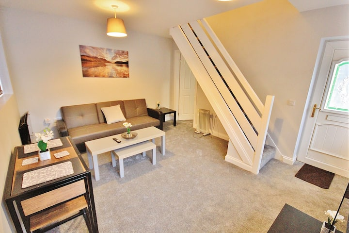 A Recently Refurbished One Bedroom Mews House