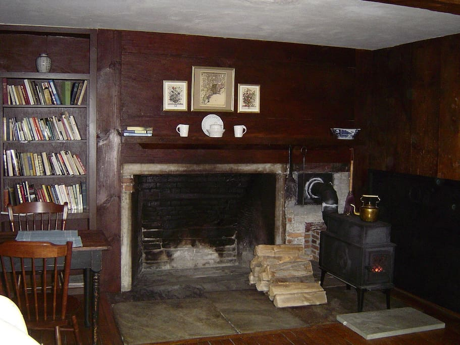 Living room in winter (fireplace can be used spring & fall) w/ Jotel wood stove