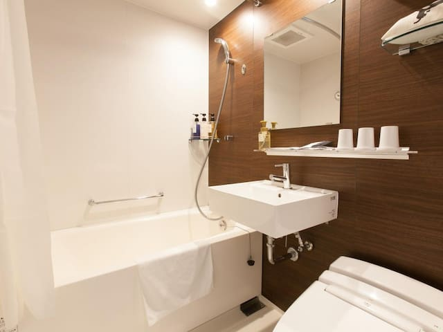 【Walking distance to Tsukiji and Ginza】 Air conditioning · Free Wi-Fi available! 【Double room】