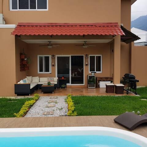 Habitaciones con A/C y baño privado. Piscina comp.