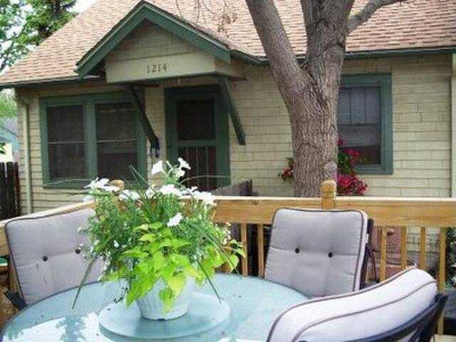 """The Dog House"" a Charming Cottage - Colorado Springs - Maison"