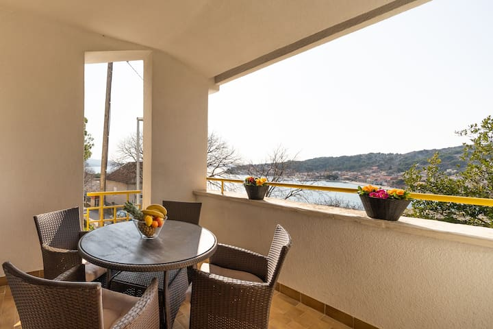 Apartment Filip with Sea View