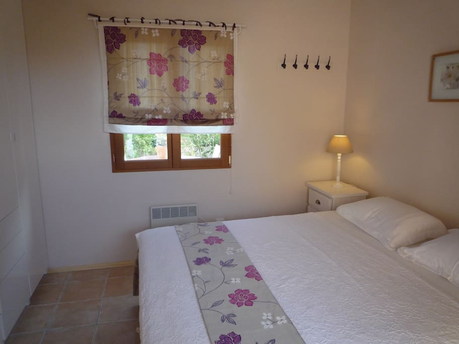 Lovely double bedroom with very comfortable bed and plenty of wardrobe space. Bed 160cm.