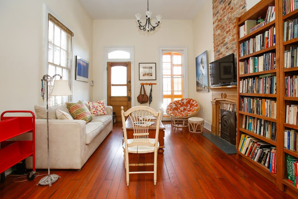 Cozy one bedroom nola apartment bungalows for rent in - One bedroom apartments in new orleans ...