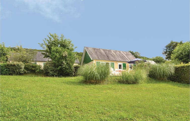 Holiday cottage with 2 bedrooms on 45 m² in Chasteaux