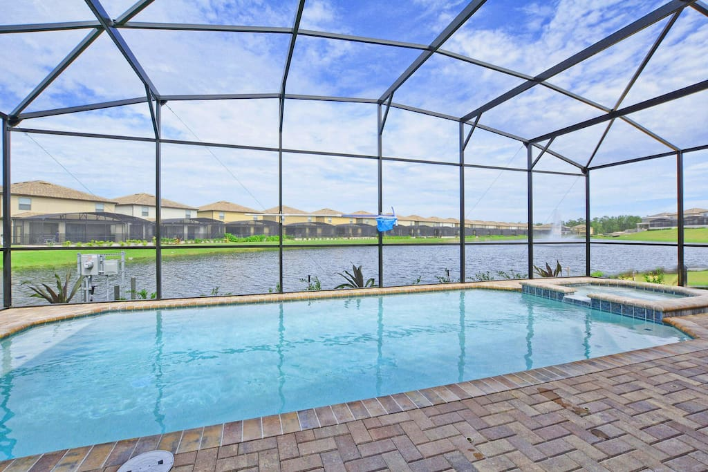 Private Screened Pool & Spa with Beautiful Lake Views!!