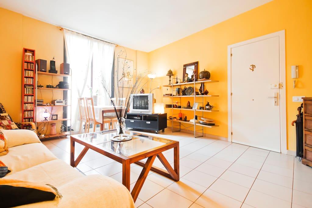 Habitaci n en casa de artista en barrio g tico for Habitacion barcelona