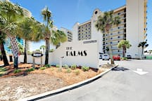 The Palms is conveniently located for nearby dining and shopping.