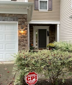 Private townhouse near PNC Arena and DT Raleigh