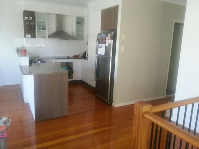 Large  room with own bathroom - Robina - Haus