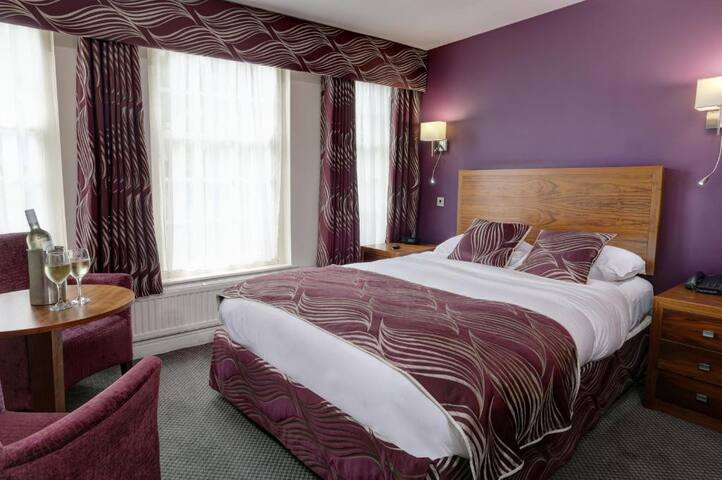 Essential Travel Only: Fashioned Double With Double Bed At Sheffield