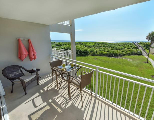 Oceanfront condo, stunning renovated 2 bed 2 bath