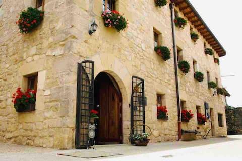 Hotel rural en el Centro de un Pueblo Medieval