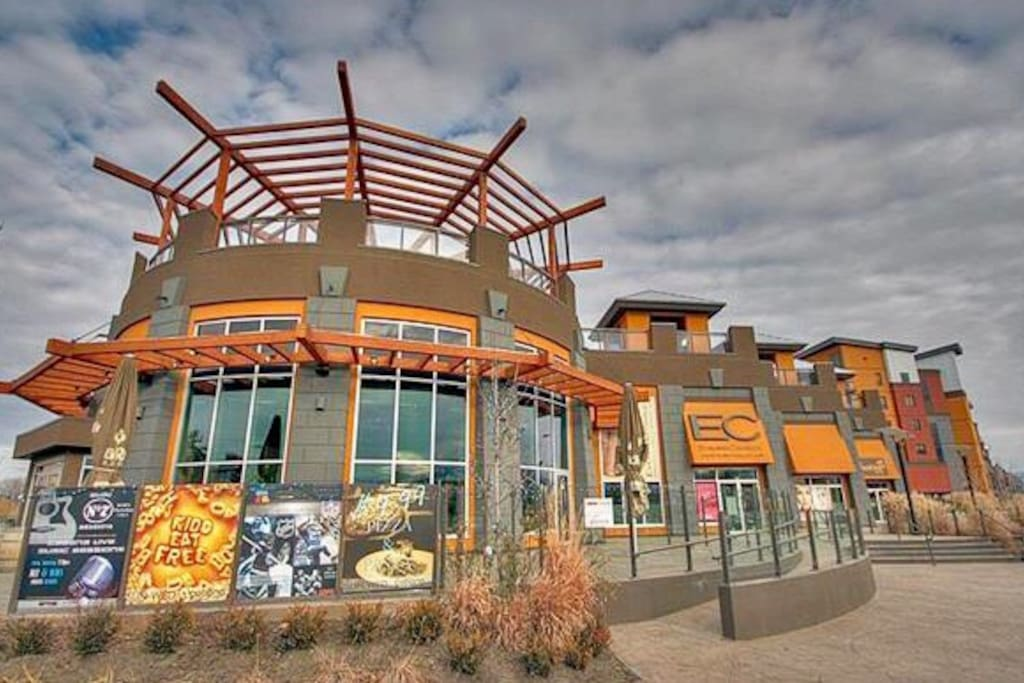 Coffee shops, restaurants and fitness centres in complex