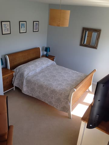 Spacious double room & office space - High Wycombe - House