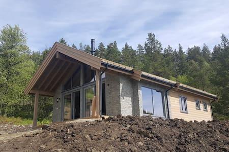 Ny hytte i rolige omgivelser på Lemonsjøen