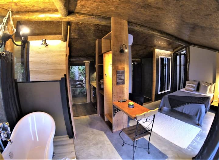 Bamboo House - Félix Jungle House View