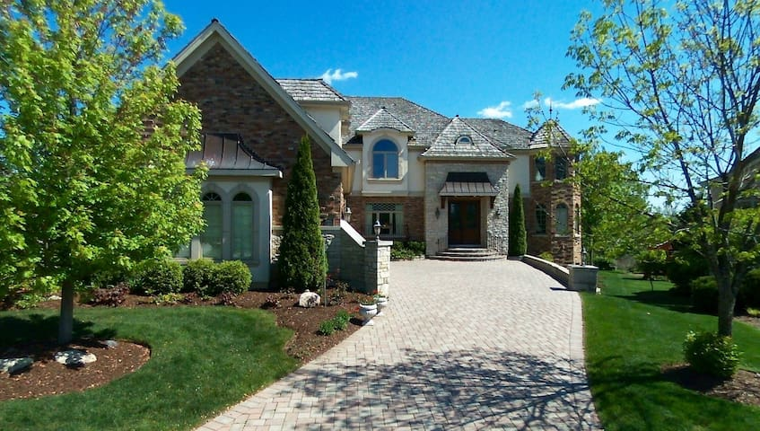 Gorgeous mansion on the lake and golf course - Vernon Hills - Villa