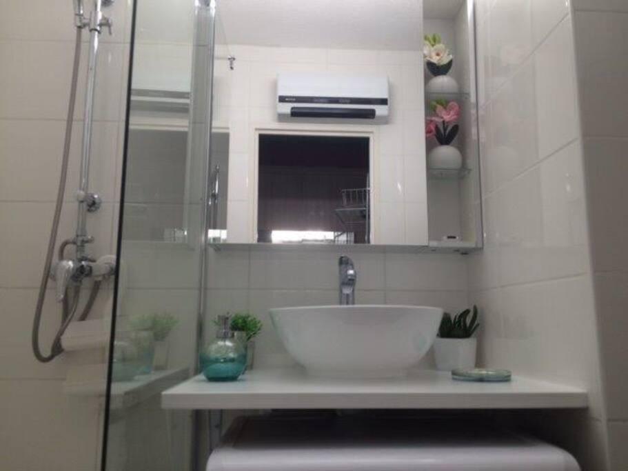 Salle de bain douche wc et machine à laver