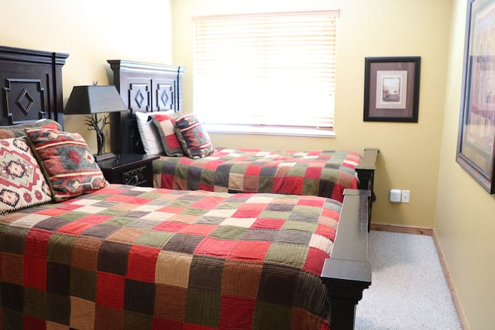 Upstairs bedroom 3 - two twins
