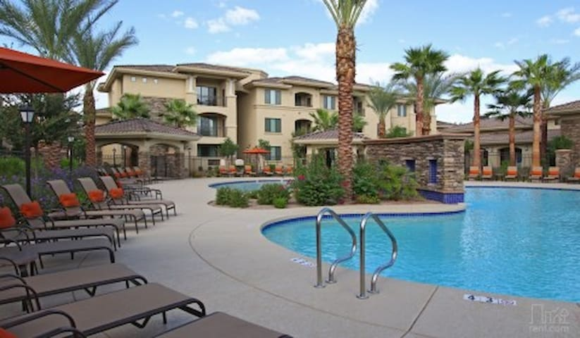 Gorgeous Scottsdale Ranch, 2 Bdrm Townhome w/Garag