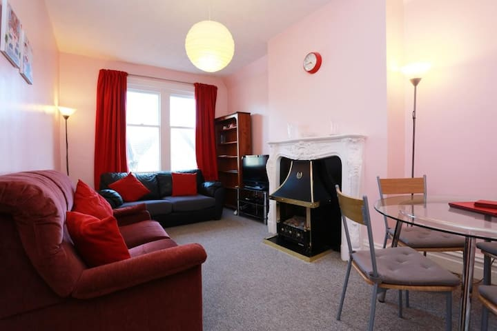 BOURNECOAST: APARTMENT CENTRE OF WESTBOURNE-FM4764