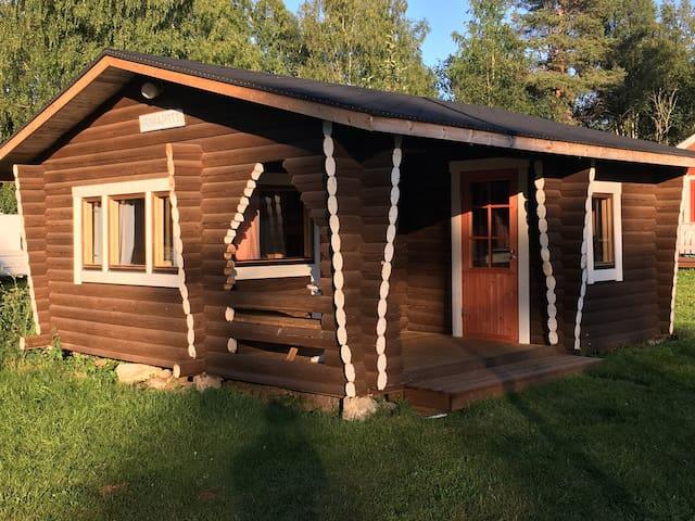 Iin Sillat Hirsimökki (Log Cabin)