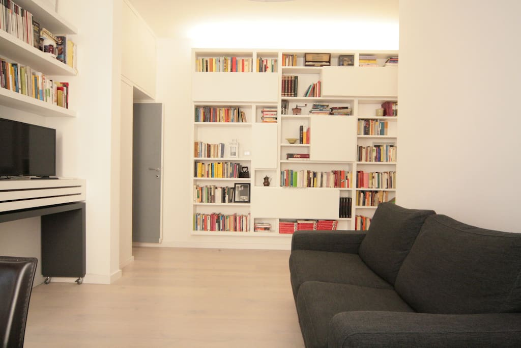 livingroom with bookshelf