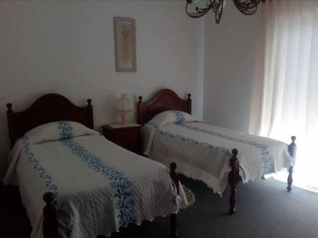 quarto camas solteiro