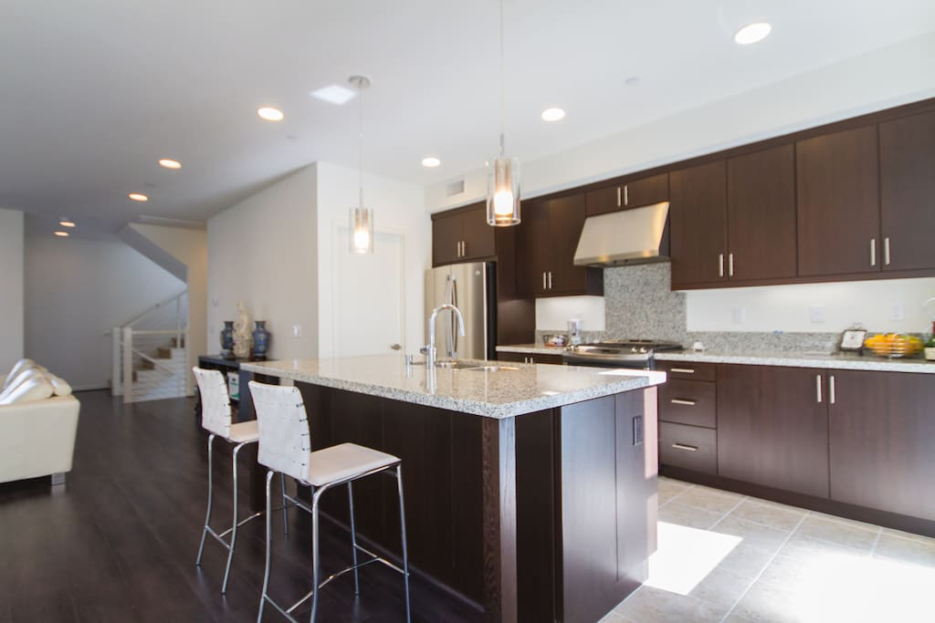 The open kitchen allows lots of sun and plenty of company for large brunch or dinner parties!