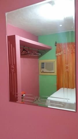 espejo en la habitacion