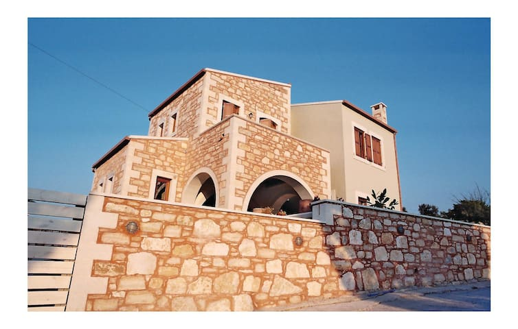 Holiday cottage with 4 bedrooms on 200 m² in Rethymnon