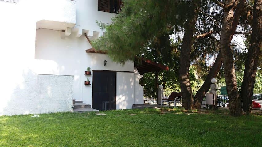 Μοντέρνο στούντιο με κήπο - Όρμος Παναγίας - บ้าน