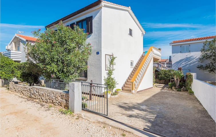 Holiday apartment with 2 bedrooms on 41m² in Vir