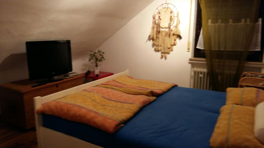 Privates Zimmer /Doppelbett - Rodgau - Lejlighed