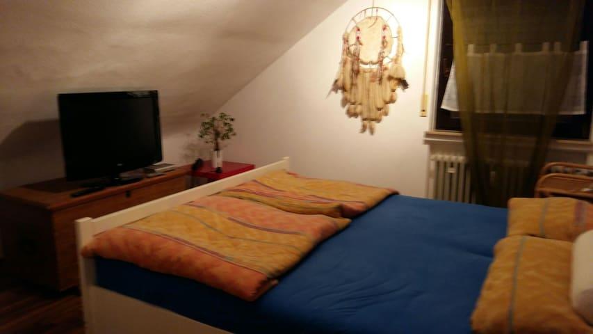 Privates Zimmer /Doppelbett - Rodgau - Apartment