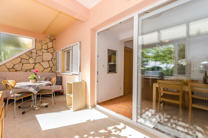 Two Bedroom Apartment, seaside in Vodice