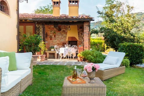 ROSYABATE COTTAGE with Private Garden and views between Lucca and Pistoia