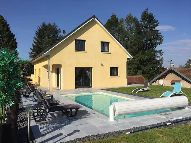 Jolie maison contemporaine, petit déj inclus, - Sorans-lès-Breurey - House